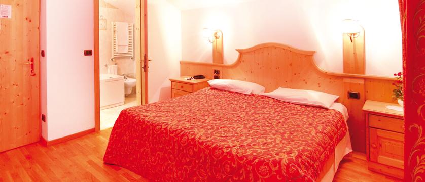 italy_dolomites_canazei_hotel_bellevue_bedroom.jpg